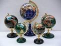 Globusy vykládané polodrahokamy typ stoj...