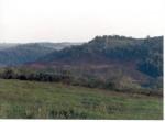 Achátové doly v Brazílii Celkový pohled na krajinu v okolí Salto do Jacuí, v pozadí lom na acháty. Stát Rio Grande do Sul, Brazílie.