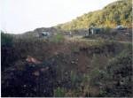 Achátové doly v Brazílii.    Pohled na vytěžené acháty,kde se třídí podle velikostí před transportem a zpracováním. Salto do Jacuí - Rio grande do Sul ,Brazílie.